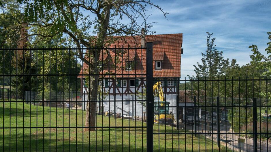Sachsenheim Illegaler Metallzaun An Der Bromberger Muhle Spaltet