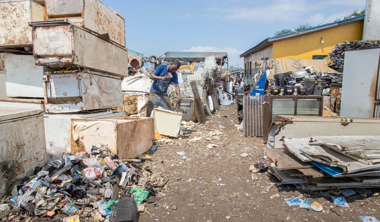 Müll: Müllverbrenner in Ghana leben von Elektroschrott | Südwest ...