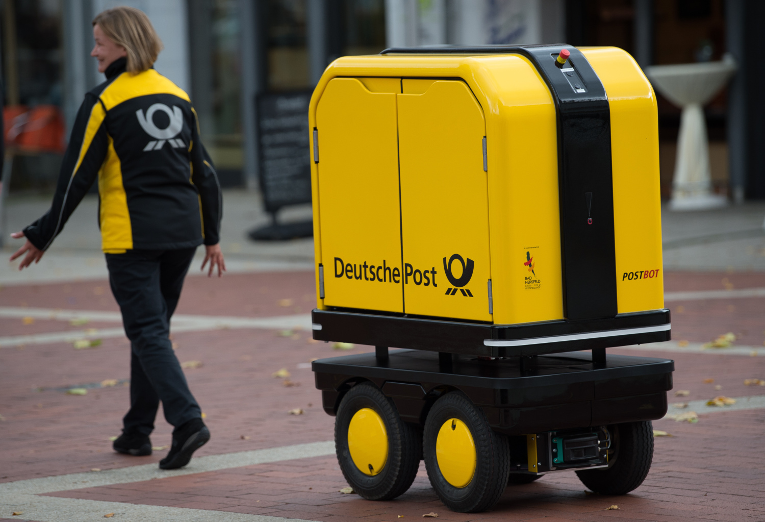 deutsche post wenn der roboter briefe bringt s dwest presse online. Black Bedroom Furniture Sets. Home Design Ideas