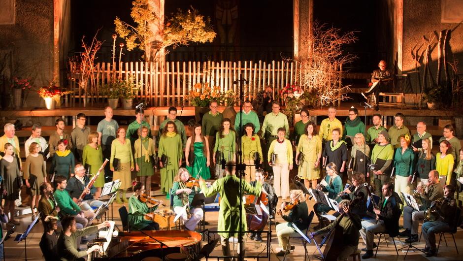 Leitfarbe des Abends, auch in der Kostümierung der Sänger war natürlich: grün.