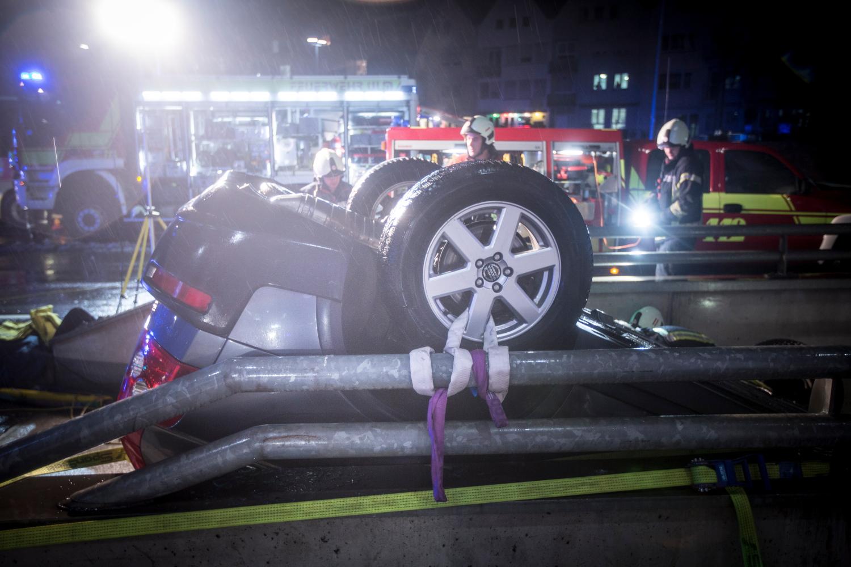 Unfall: Auto überschlägt sich an Tiefgarageneinfahrt ...