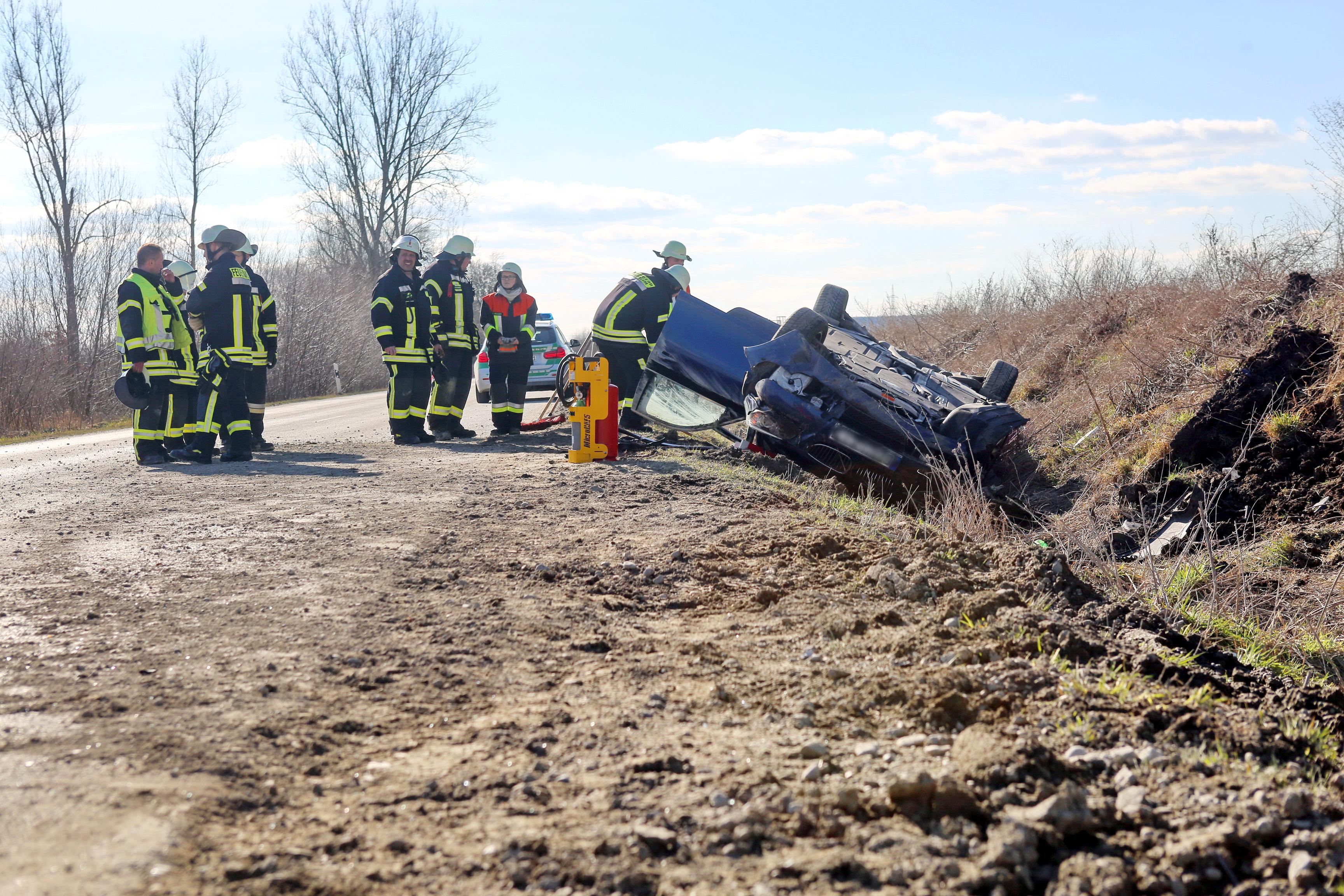 Bildergalerie: Auto überschlagen, Fahrer schwer verletzt ...