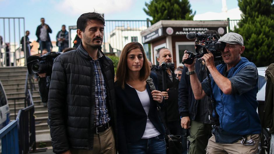 Ausreisesperre aufgehoben:Mesale Tolus Ehemann darf Türkei verlassen