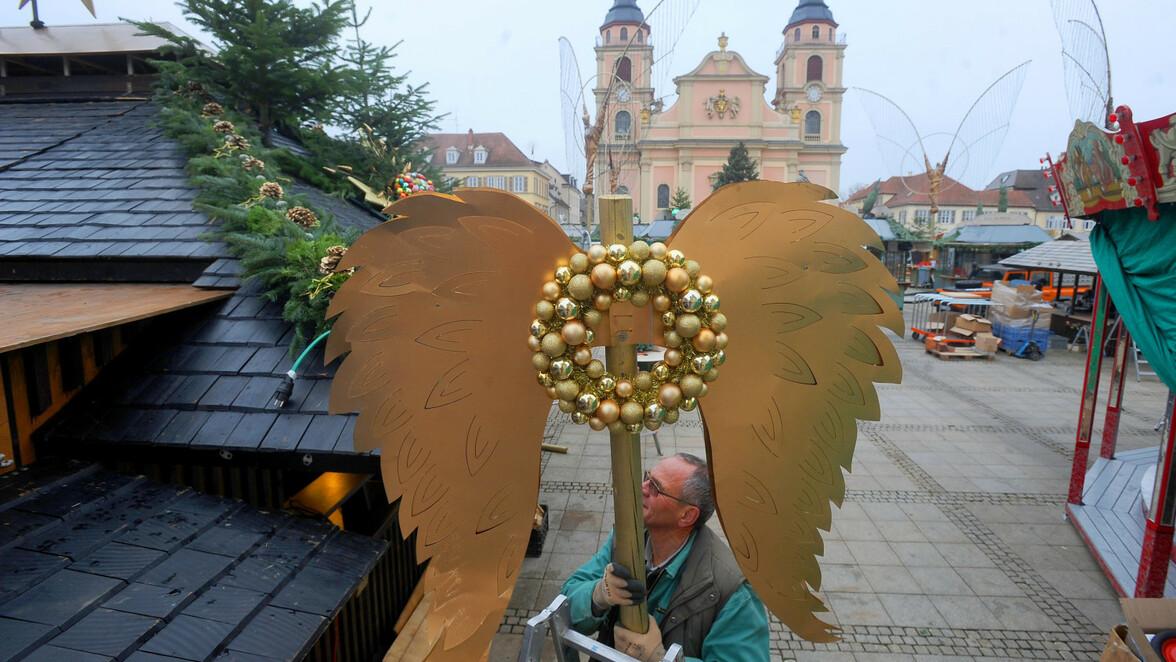 Ludwigsburg Weihnachtsmarkt.Der Weihnachtsmarkt In Ludwigsburg Nimmt Seine Form An Südwest