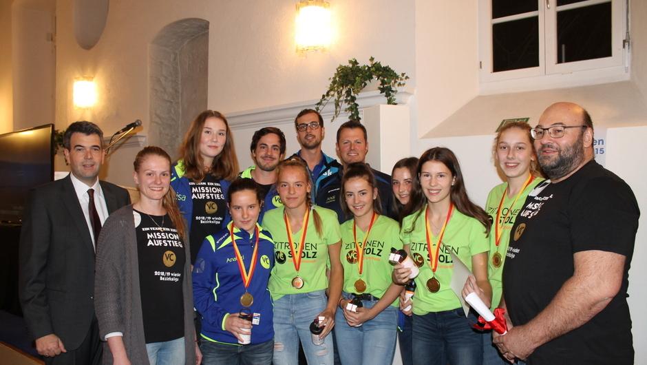 Beim Bürgerempfang in Freudental wurde unter anderem der Volleyballclub Freudental geehrt. Nach einer erfolgreichen Saison konnten sie sich gegen andere Städte durchsetzen und spielten sich zum Deutschen Meister.