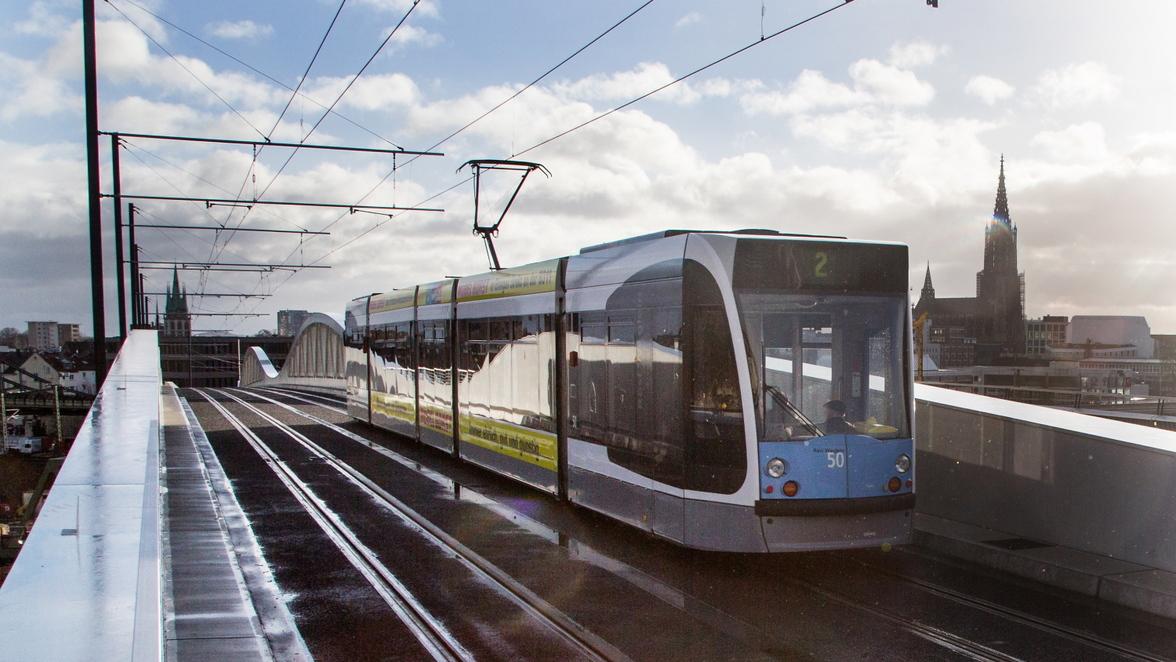 Linie 2 Die Straßenbahnlinie 2 Rollt Ulmer Feiern In Der Tram