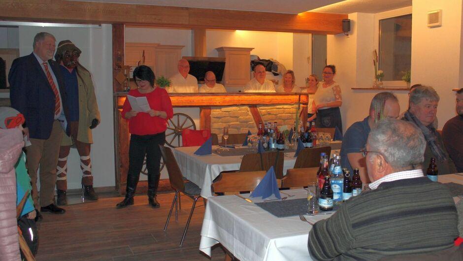 Die neue Heimat ist fertig: Die Wasamolle feiern mit Bürgermeister Karl Janson (Zweiter von links).