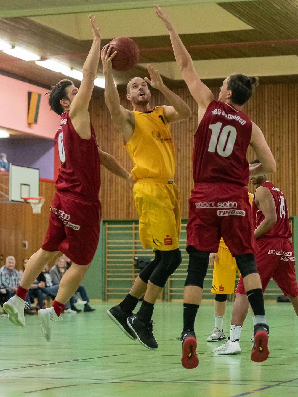 """Basketball in Hall: Auswärtsfans fordern: """"Freibier für alle"""
