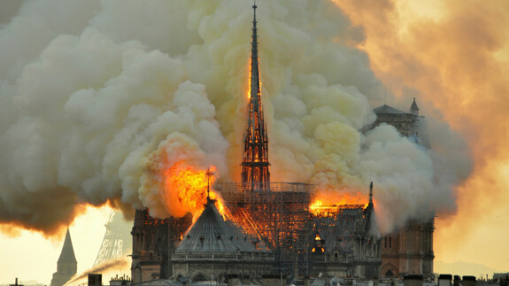 Brand in Notre Dame: Kathedrale steht in Flammen
