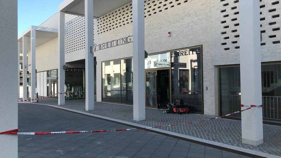 Storbritannien butik bästa priserna nya foton Outletcity Metzingen: Einbrecher fahren mit Auto ins Schaufenster ...