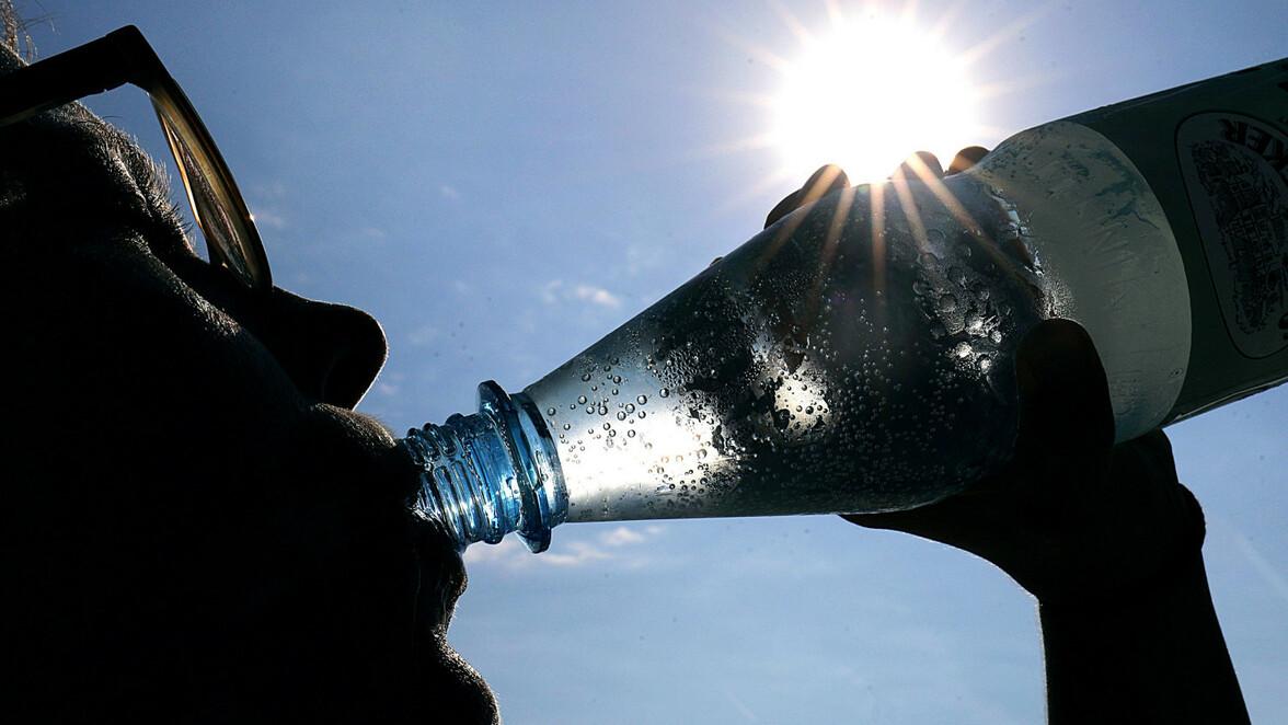 Mineralwasser Test: Still oder sprudelig: Was du über Wasser