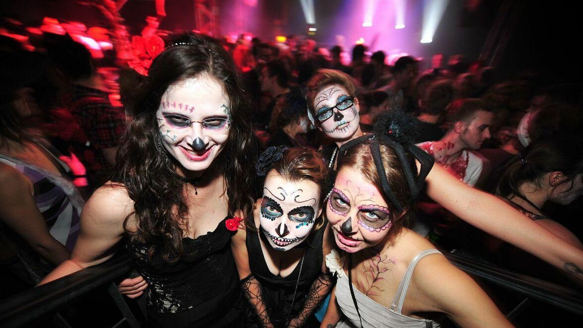 Bilder Halloween Roxy Ulm.Halloween Ulm Roxy Hinter Den Kulissen Der Legendaren Grusel Party Sudwest Presse Online