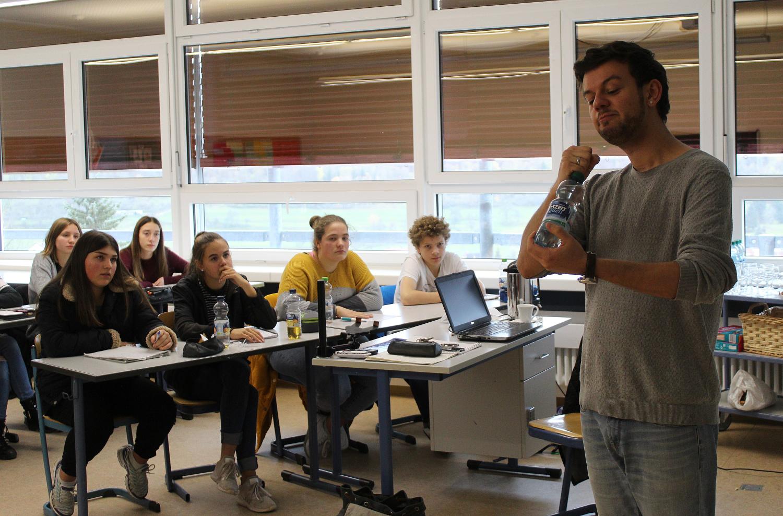 Workshop Poetry Slam in Burladingen: Wer formulieren kann, ist im Vorteil - SWP