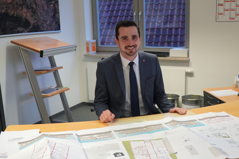 Bürgermeister von Rosengarten: Julian Tausch ist seit 100 Tagen im Amt - SWP