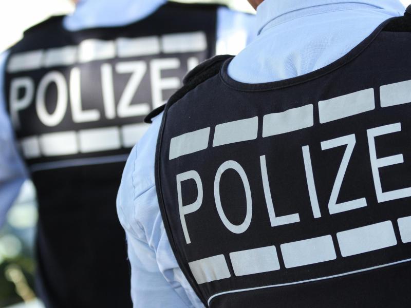 Frau attackiert Rettungskräfte: Betrunkene 43-Jährige verletzt Sanitäter und Polizisten in Baiersbronn - SWP