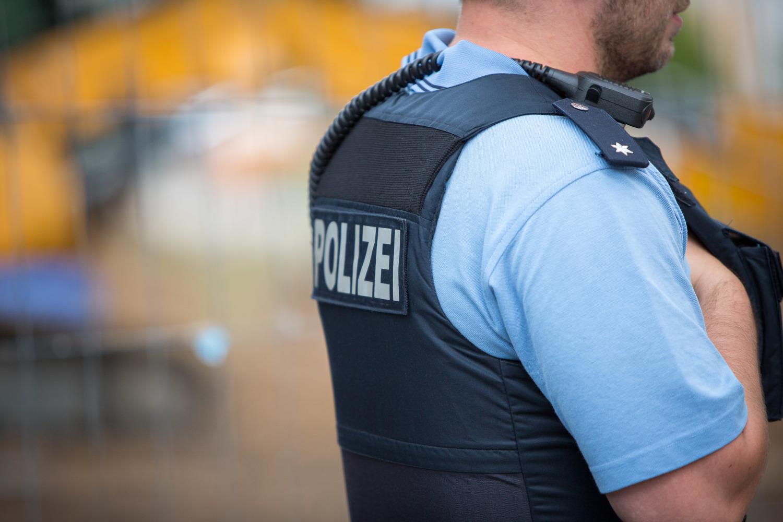Telefonbetrug in Neuhausen auf den Fildern: Polizei verhindert mit größerem Einsatz Betrugserfolg - SWP