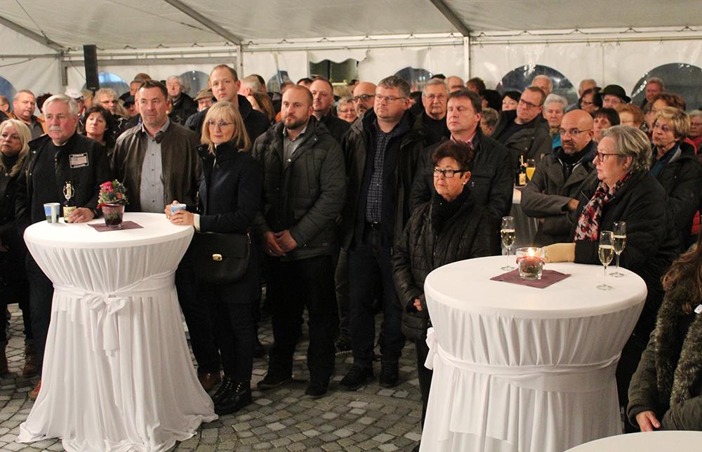 Harry Ebert übergibt Rathausplatz in Burladingen: Keimzelle künftiger Stadtentwicklung - SWP