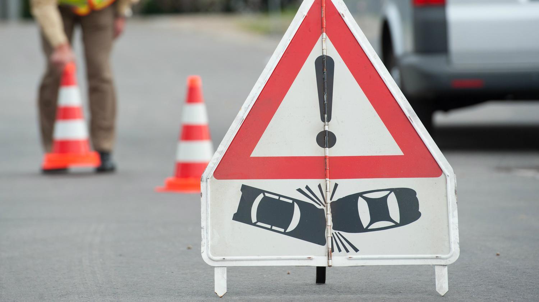 Unfall B312: Sperrung der B312 bei Neckartenzlingen für mehrere Stunden nach schwerem Unfall - SWP