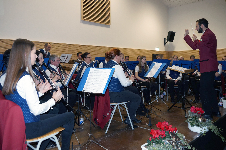 Erstes Jahreskonzert der Musikkapelle Hart in neuer Festhalle : Das Lied von Eis und Feuer