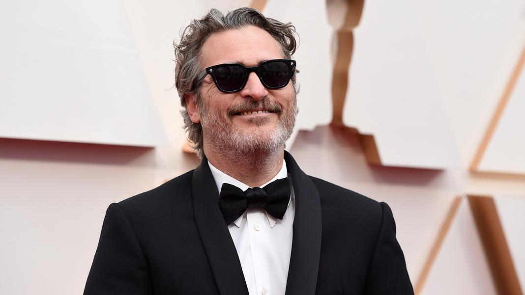 Joaquin Phoenix can laugh: he won an Oscar.