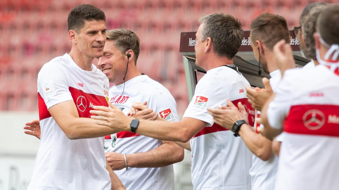 Aufstieg Vfb Stuttgart Trotz Niederlage Aufgestiegen Gomez Trifft Bei Abschied Sudwest Presse Online