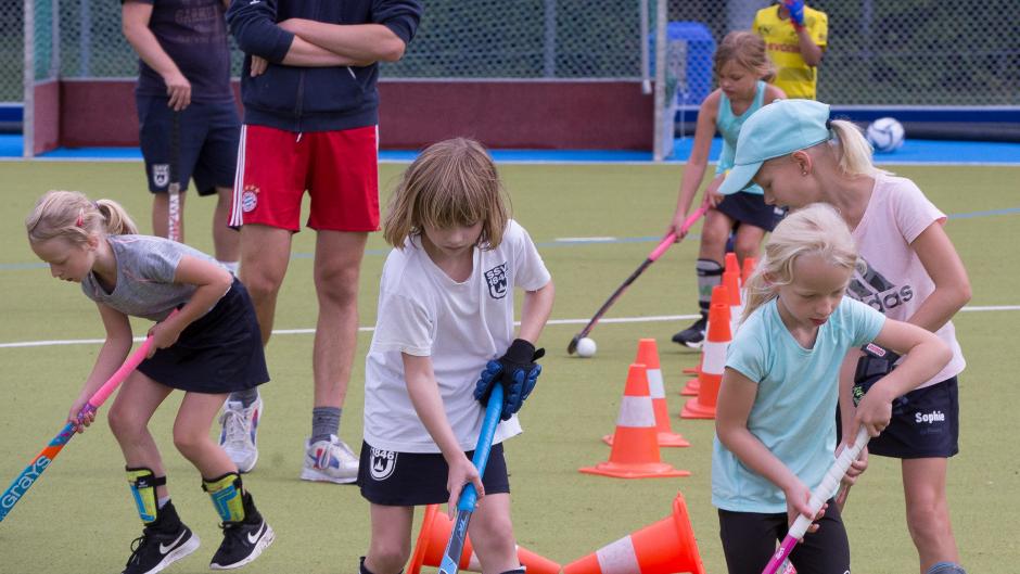 Mädchen beim sport kennenlernen