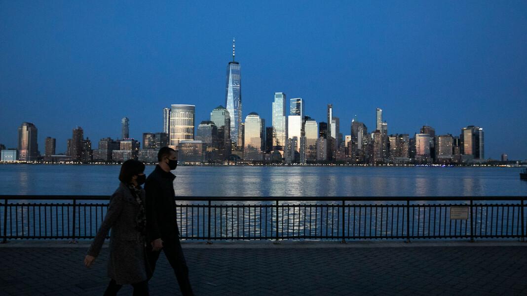 New York était l'une des villes les plus durement touchées des États-Unis au début de la pandémie.  Les chiffres aux États-Unis sont encore élevés.