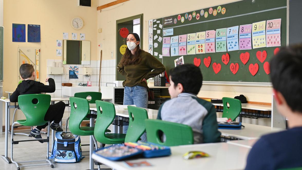 Corona Schule : Tücken des Homeschoolings: Lehrer im 24