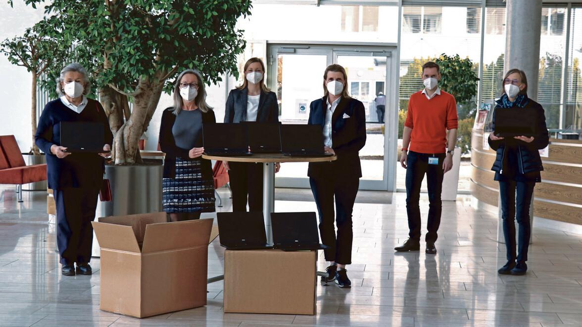 Die Firma Rentschler Biopharma stellte dem Verein 25 Laptops für die Schüler zur Verfügung.