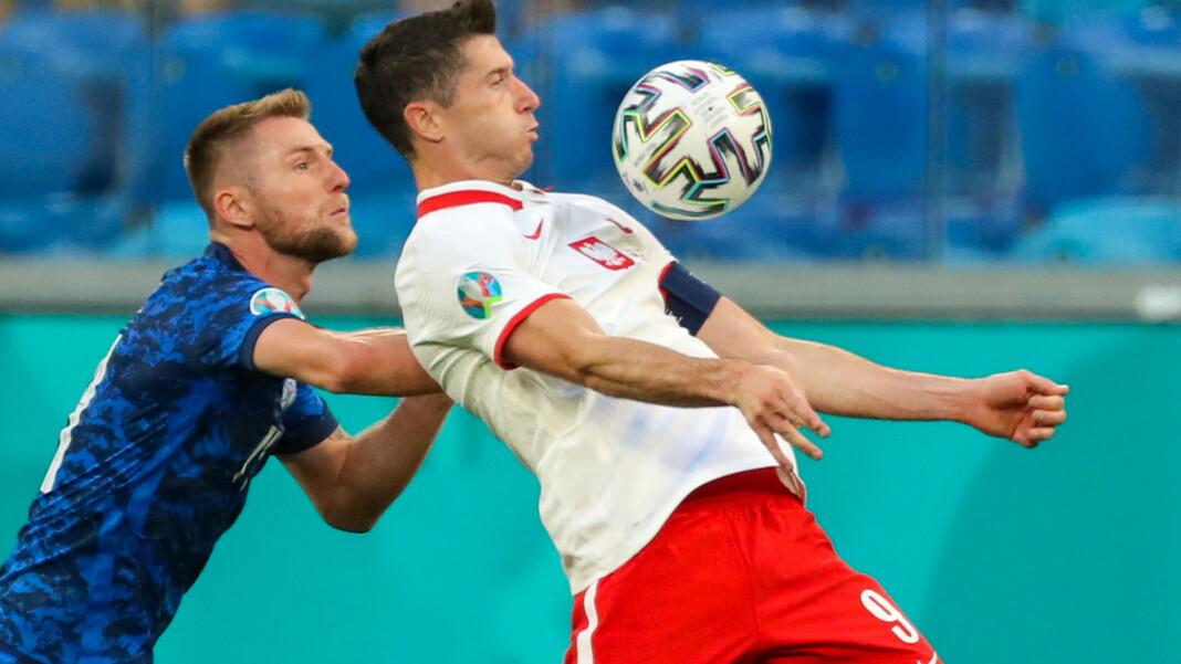 La estrella polaca Robert Lewandowski en el partido contra Italia.  En el partido contra España del 19 de junio, la selección polaca necesita que su capitán esté en su mejor momento.