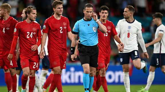 Verkeerde penaltybeslissing Danny McKelley en laserpointer: Dat was de halve finale van EM 2021