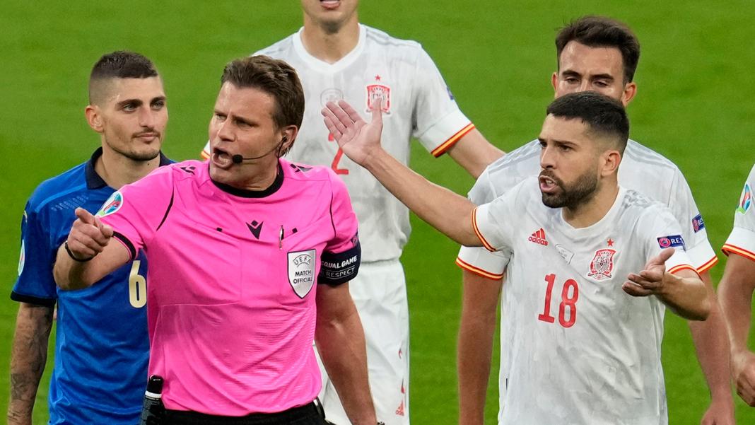 De Duitse scheidsrechter Felix Brych stond ook ter discussie als scheidsrechter voor de EK-finale van 2021.