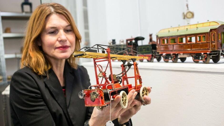 Ein Feuerwehrauto aus dem Jahr 1914 erzielte 19.700 Euro.