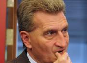 Erwin Teufel �bergab das Zepter 2005 an Guenther Oettinger. Der heutige EU-Kommisar f�r Energie wurde mit dem Stimmen von CDU und FDP/DVP im April 2005 zum Ministerpr�sident gew�hlt. Oettinger legte am 10. Februar 2010 sein Amt als Ministerpr�sident nieder, um nach Br�ssel zur EU-Kommission zu wechseln.